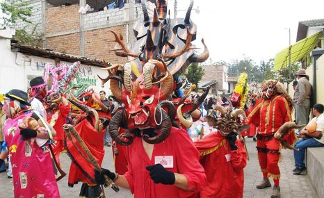 Diablada-Pillaro-Tungurahua-Ambato-COMERCIO_ECMIMA20120101_0024_28